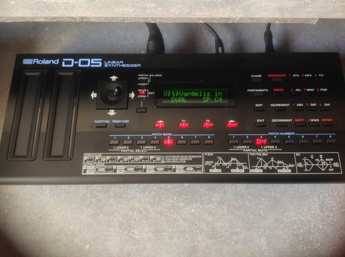 Roland D-05 (23121)