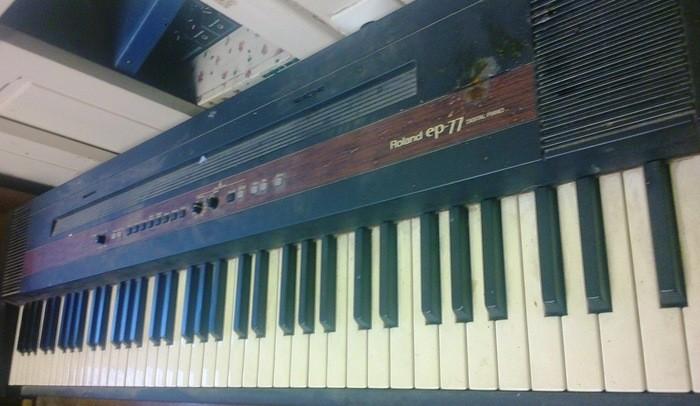 Roland EP-77 (23535)