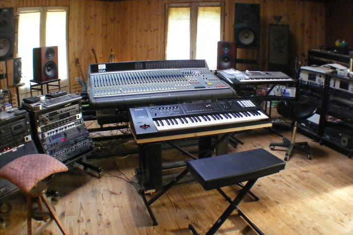 https://medias.audiofanzine.com/images/thumbs3/roland-fa-06-3021912.jpg