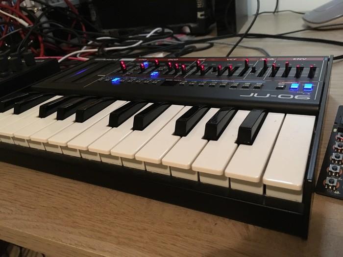 Roland JU-06 (45108)