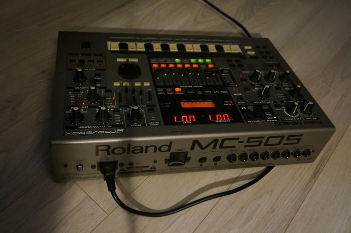 MC505 ROLAND G2.JPG
