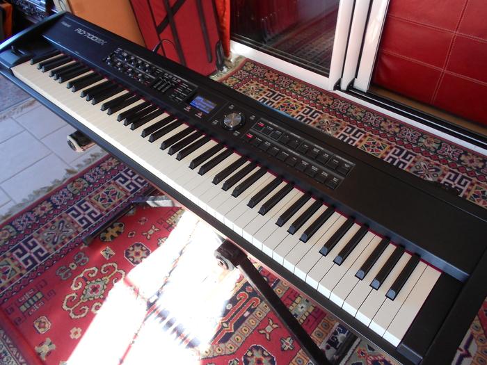 Vends piano lectrique roland rd 700 gx poitou charentes for Piano electrique