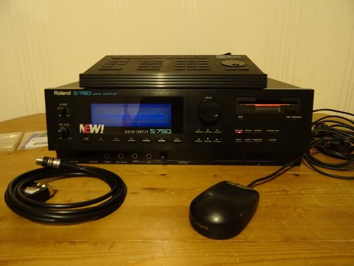 Roland S-750 (3102)