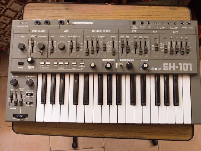 Roland SH-101 (77023)