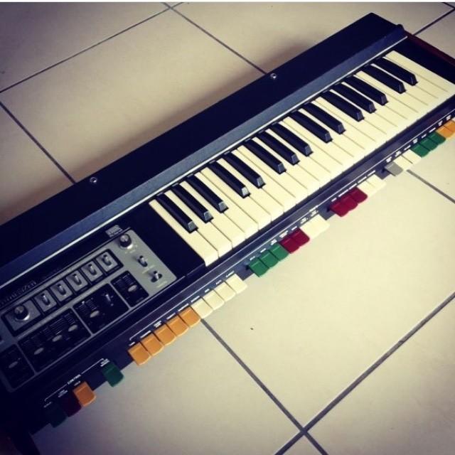Roland SH-2000 (6701)
