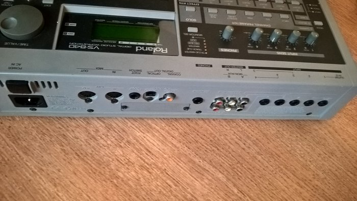 Roland VS-840 (20111)