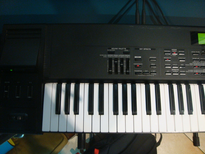 Roland XP-80 titovalo images