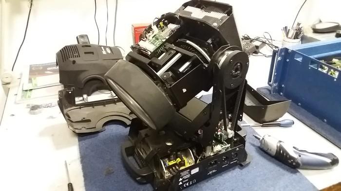 https://medias.audiofanzine.com/images/thumbs3/showtec-phantom-75-led-beam-2836864.jpg