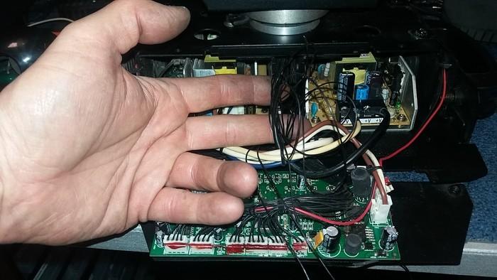 https://medias.audiofanzine.com/images/thumbs3/showtec-phantom-75-led-beam-3621686.jpg