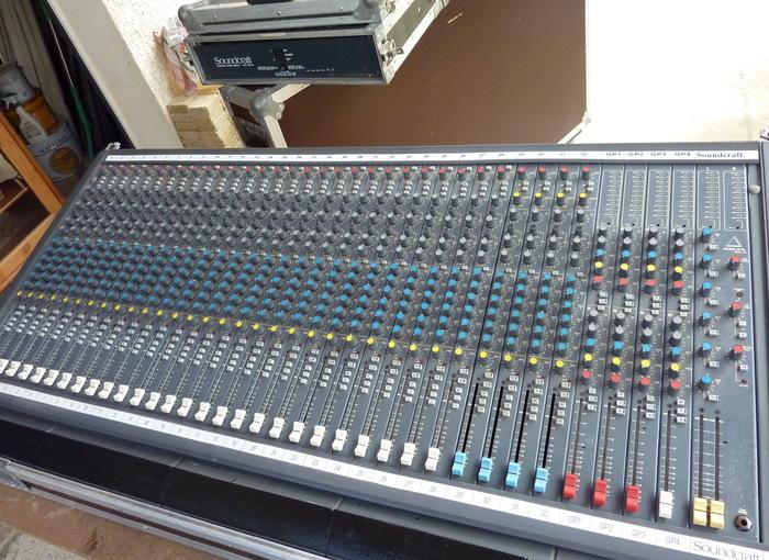Table de mixage soundcraft delta dlx 32 4 2 6 aux midi - Table de mixage en ligne gratuit ...