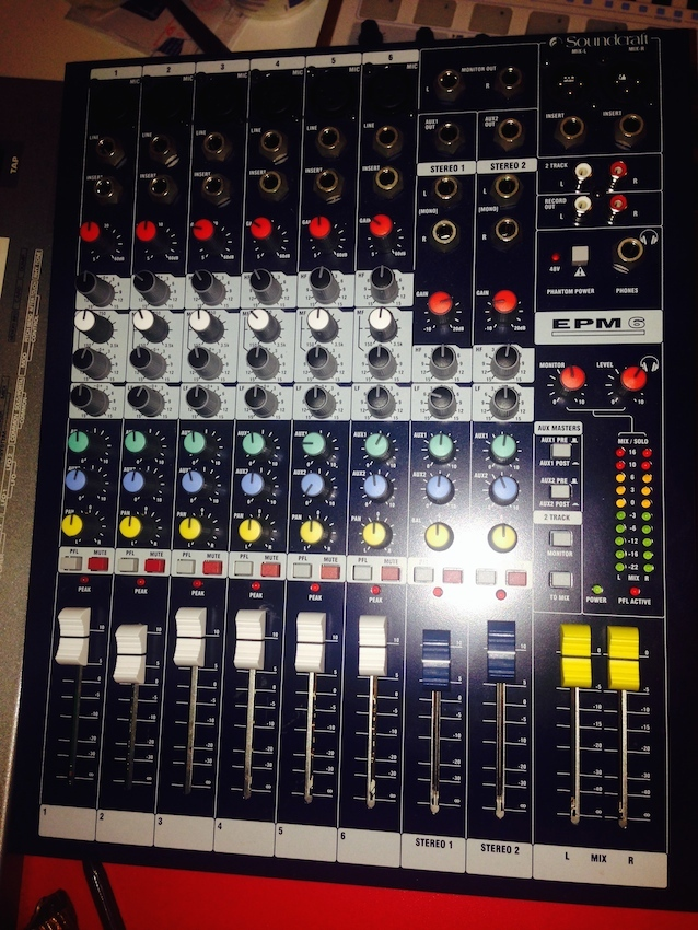 Photo soundcraft epm6 soundcraft table de mixage for Table de mixage xpress 6 keywood