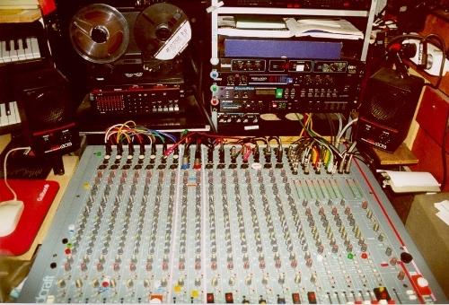 Photo soundcraft spirit studio 16 8 2 soundcraft table - Table de mixage en ligne gratuit ...
