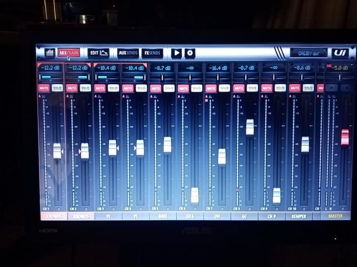 https://medias.audiofanzine.com/images/thumbs3/soundcraft-ui-16-3192164.jpg