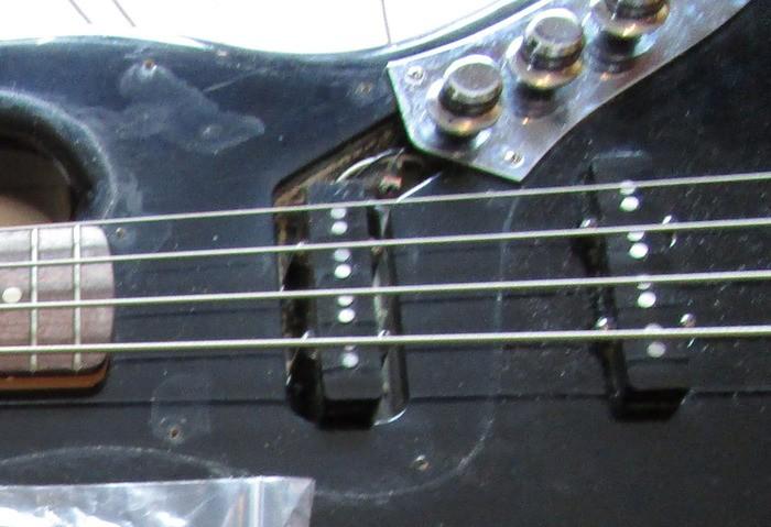 https://medias.audiofanzine.com/images/thumbs3/squier-affinity-jazz-bass-2945644.jpg