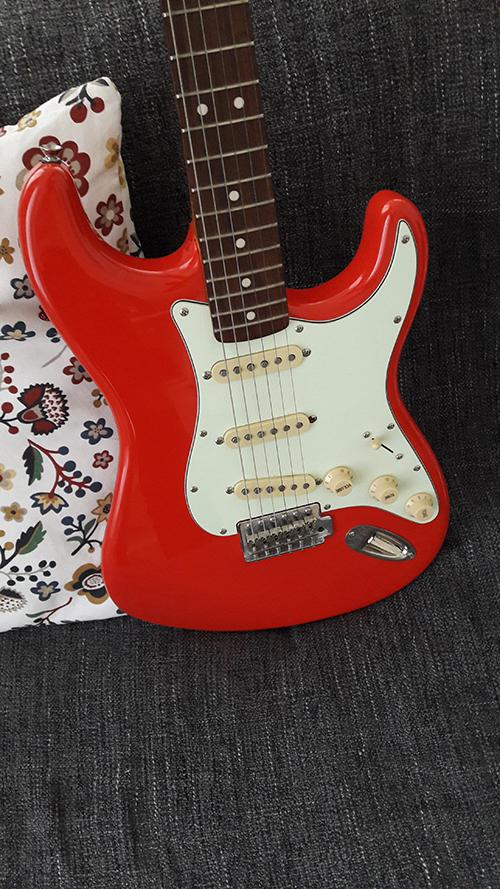 Squier Simon Neil Stratocaster Tit-Joulain images