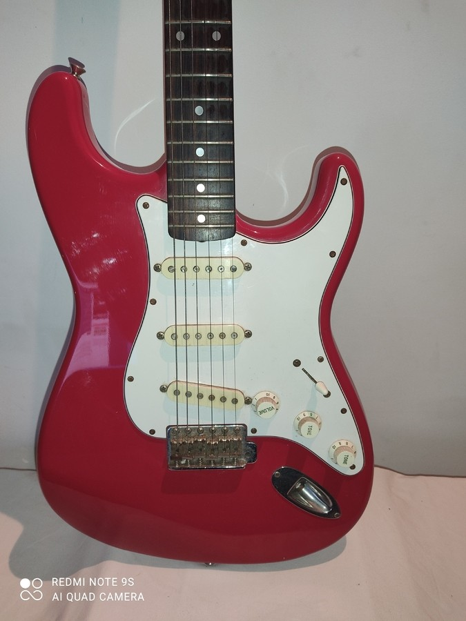 https://medias.audiofanzine.com/images/thumbs3/squier-stratocaster-made-in-japan-3216279.jpg