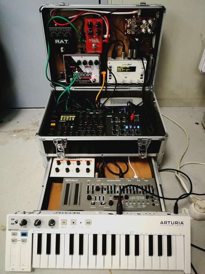 https://medias.audiofanzine.com/images/thumbs3/studio-home-studio-2195362.jpg