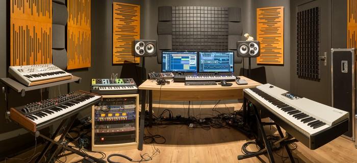 https://medias.audiofanzine.com/images/thumbs3/studio-home-studio-2733037.jpg