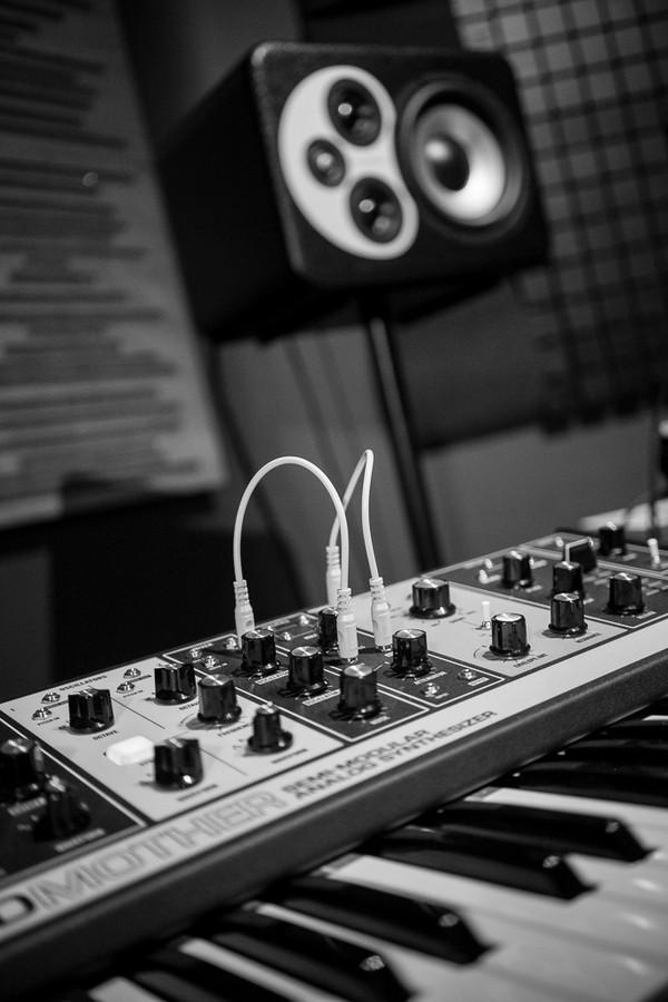 https://medias.audiofanzine.com/images/thumbs3/studio-home-studio-2733045.jpg