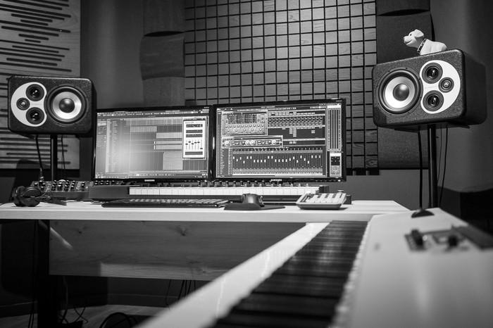 https://medias.audiofanzine.com/images/thumbs3/studio-home-studio-2733046.jpg