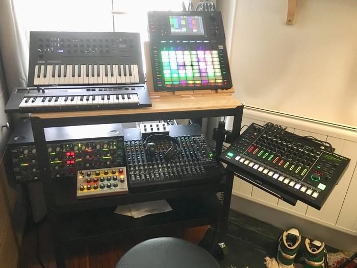 https://medias.audiofanzine.com/images/thumbs3/studio-home-studio-2780603.jpeg