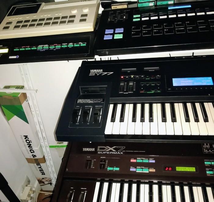 https://medias.audiofanzine.com/images/thumbs3/studio-home-studio-2781778.jpg