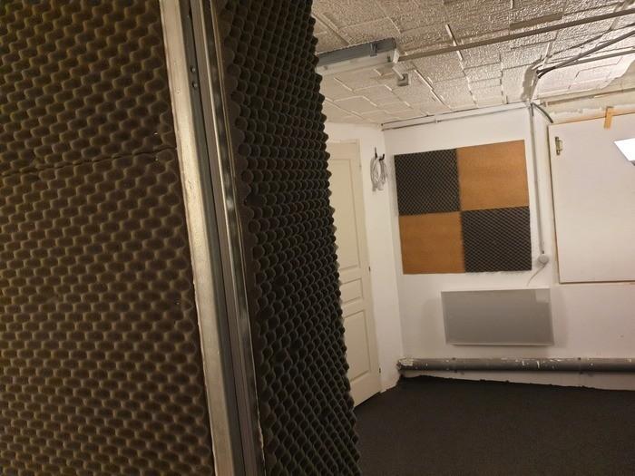https://medias.audiofanzine.com/images/thumbs3/studio-home-studio-2937778.jpg