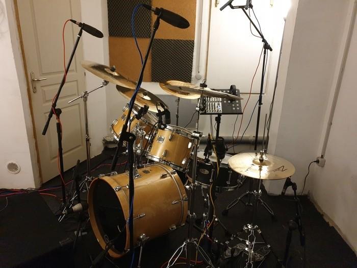 https://medias.audiofanzine.com/images/thumbs3/studio-home-studio-2937781.jpg