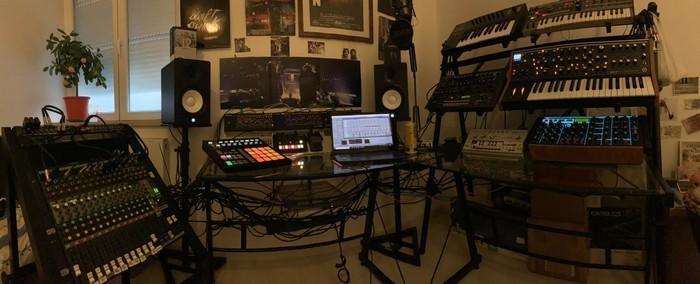 https://medias.audiofanzine.com/images/thumbs3/studio-home-studio-2949867.jpg