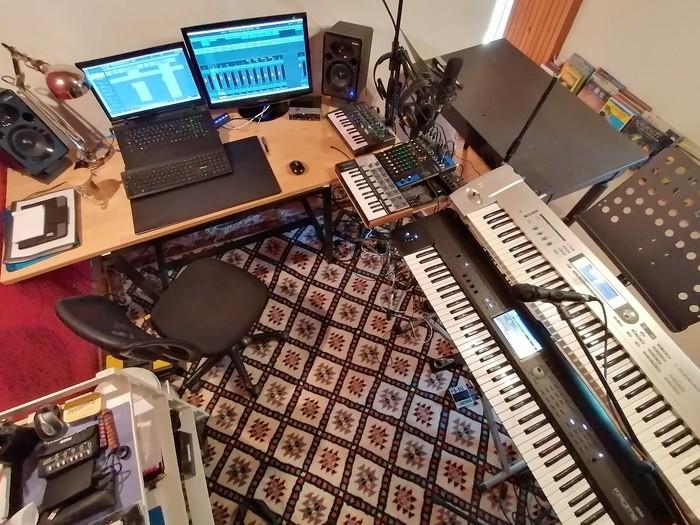 https://medias.audiofanzine.com/images/thumbs3/studio-home-studio-2954198.jpg