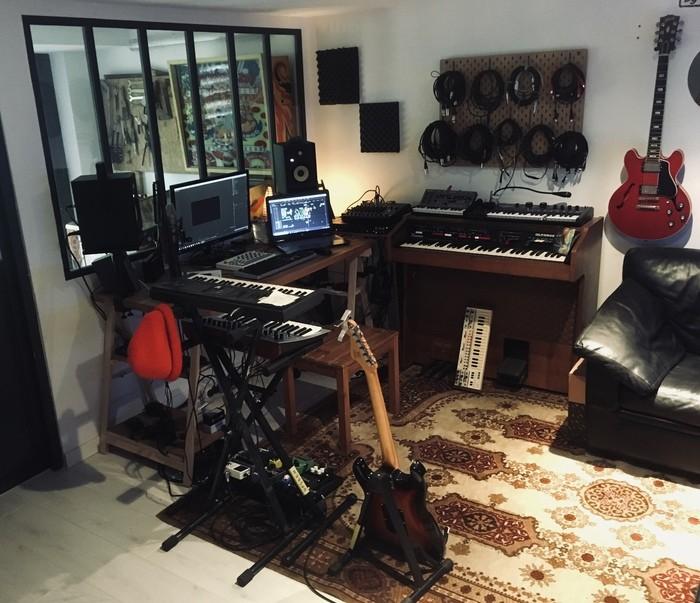 https://medias.audiofanzine.com/images/thumbs3/studio-home-studio-2955904.jpg