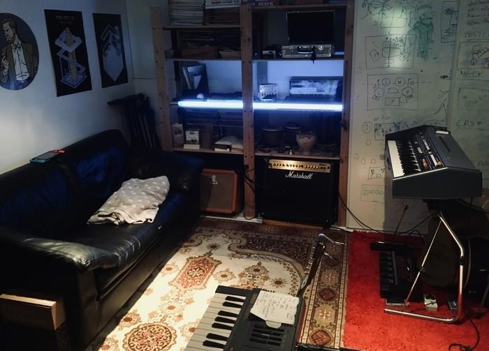 https://medias.audiofanzine.com/images/thumbs3/studio-home-studio-2955906.jpg