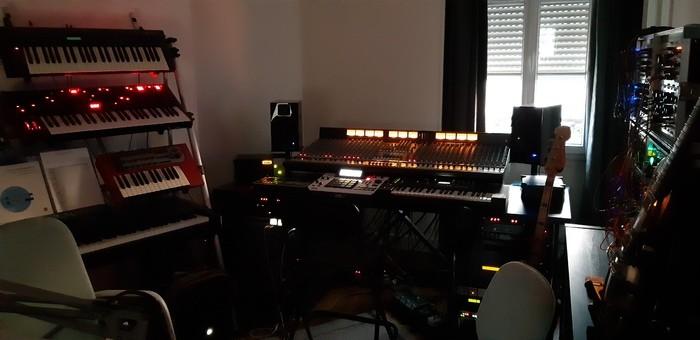 https://medias.audiofanzine.com/images/thumbs3/studio-home-studio-2956809.jpg