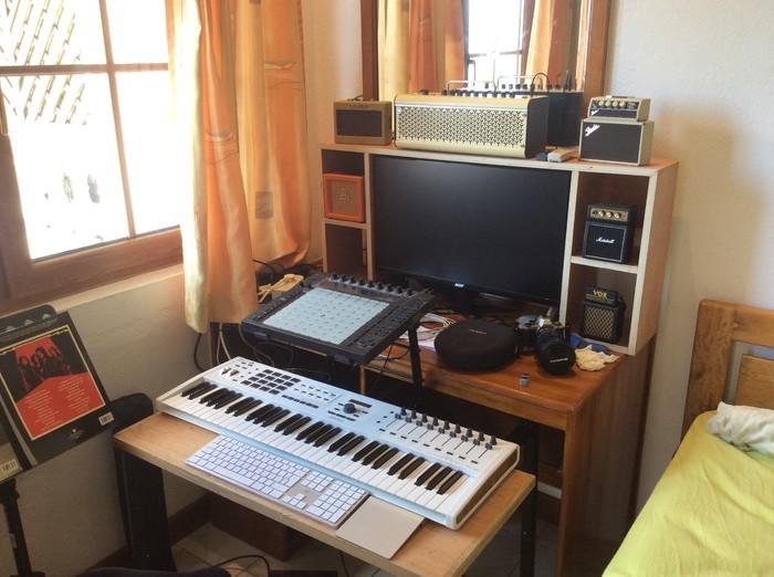 https://medias.audiofanzine.com/images/thumbs3/studio-home-studio-2981347.jpg