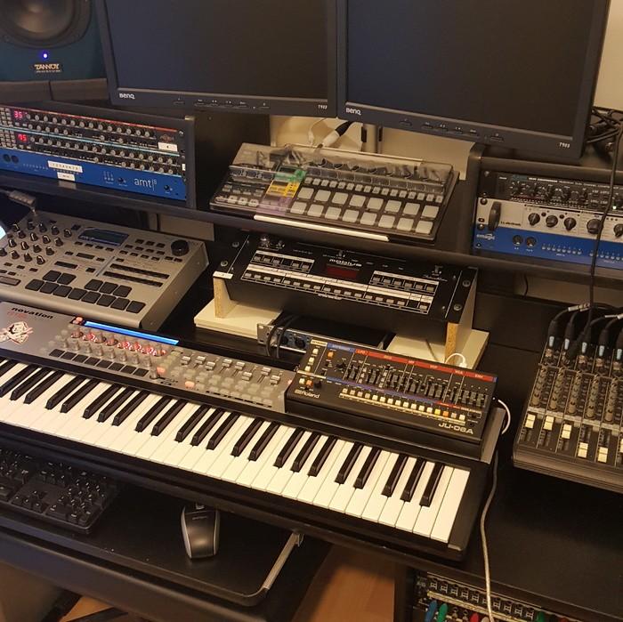 https://medias.audiofanzine.com/images/thumbs3/studio-home-studio-2982208.jpg