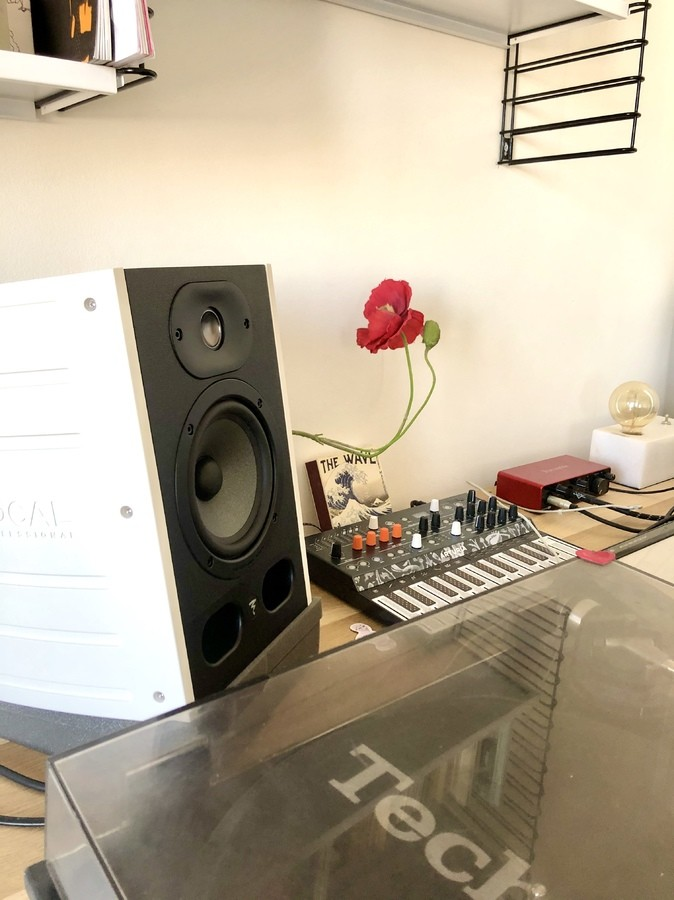 https://medias.audiofanzine.com/images/thumbs3/studio-home-studio-2986529.jpg