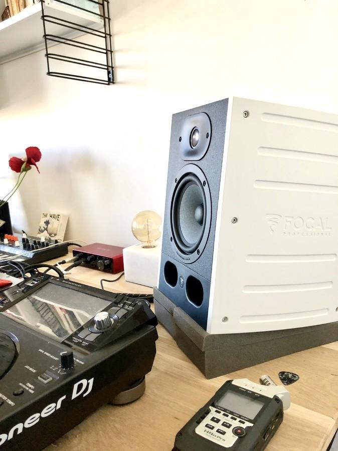 https://medias.audiofanzine.com/images/thumbs3/studio-home-studio-2986532.jpg
