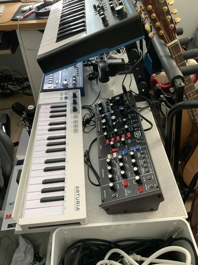 https://medias.audiofanzine.com/images/thumbs3/studio-home-studio-2987325.jpg