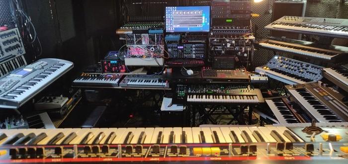 https://medias.audiofanzine.com/images/thumbs3/studio-home-studio-2989512.jpg