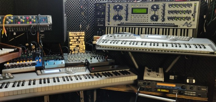 https://medias.audiofanzine.com/images/thumbs3/studio-home-studio-2989514.jpg