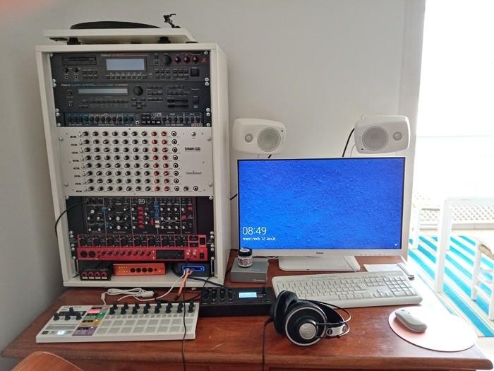 https://medias.audiofanzine.com/images/thumbs3/studio-home-studio-3167618.jpg