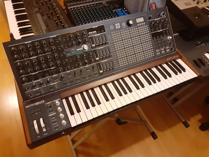 https://medias.audiofanzine.com/images/thumbs3/studio-home-studio-3611050.jpg