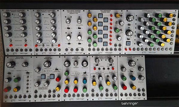 https://medias.audiofanzine.com/images/thumbs3/synthetiseurs-modulaires-3041795.jpeg
