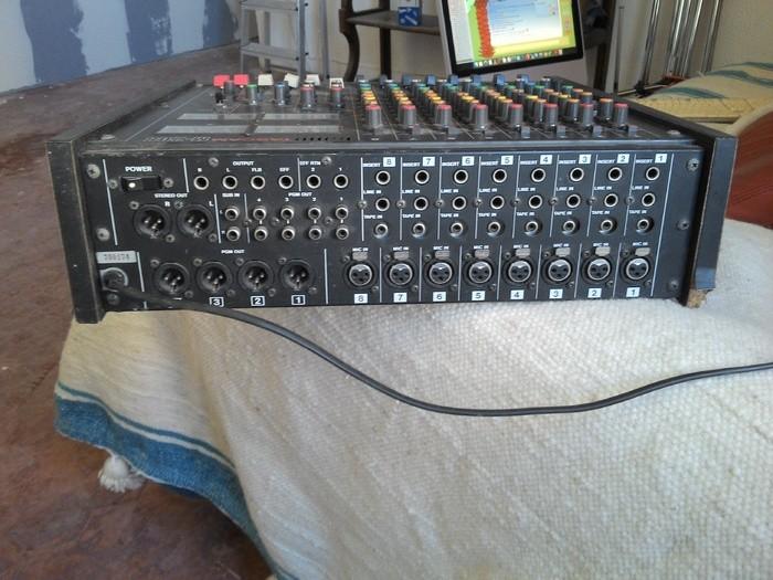 Tascam M-208 (83189)