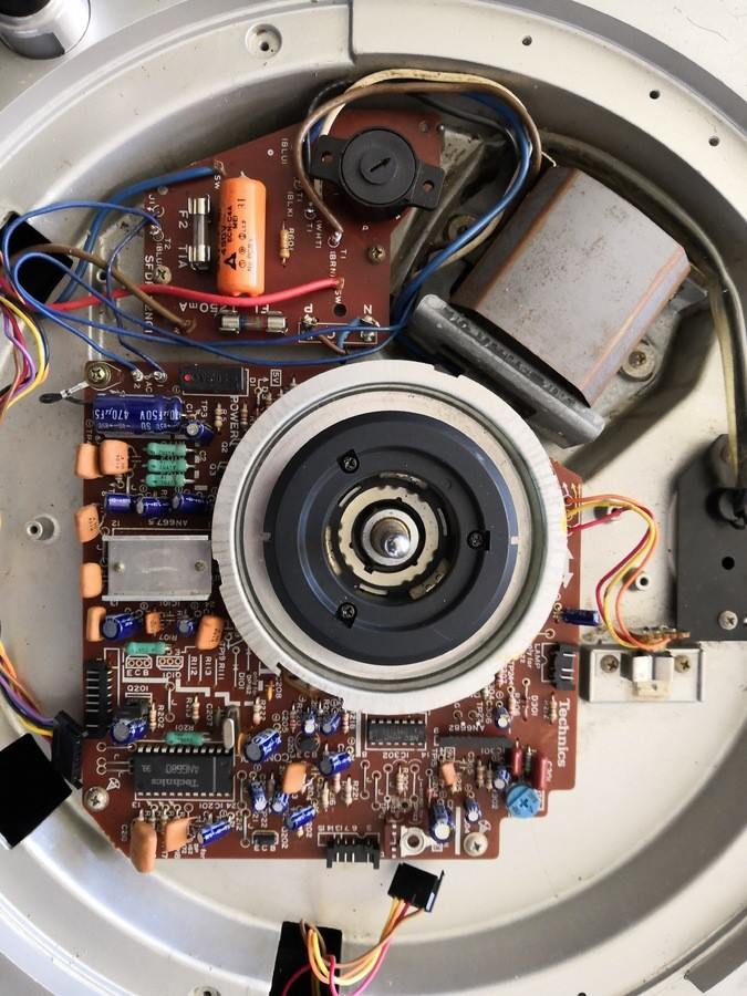 https://medias.audiofanzine.com/images/thumbs3/technics-sl-1200-mk2-3158172.jpg