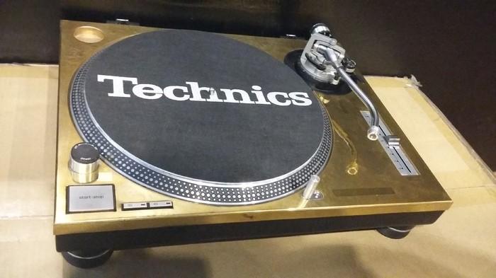 Technics SL-1200 MK2 GOLD LIMITED (37217)
