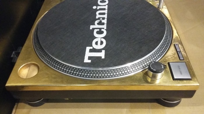 Technics SL-1200 MK2 GOLD LIMITED (60841)