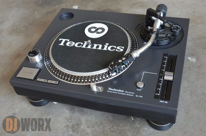 https://medias.audiofanzine.com/images/thumbs3/technics-sl-700-2895876.jpg