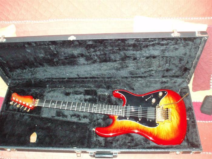 vous pensez quoi des Valley Arts ? - Page 3 Valley-arts-guitars-custom-pro-usa-steve-lukather-model-35975