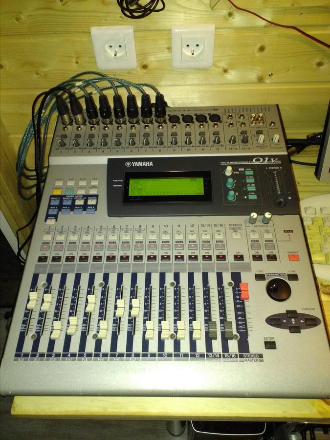 Vend table de mixage yamaha 01v poitou charentes - Table de mixage numerique yamaha ...